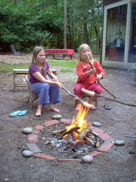 broodjes bakken boven het vuur
